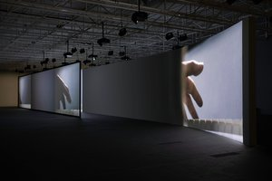 Anri Sala. AS YOU GO (châteaux en Espagne)